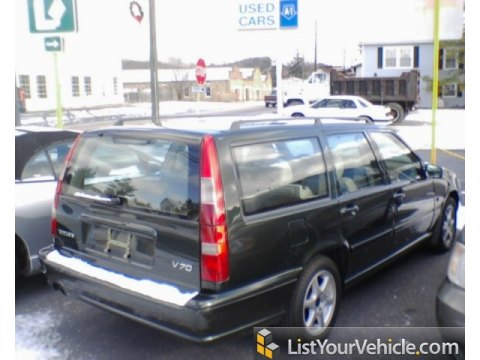 1999 Volvo V70 Wagon in Emerald Green Metallic