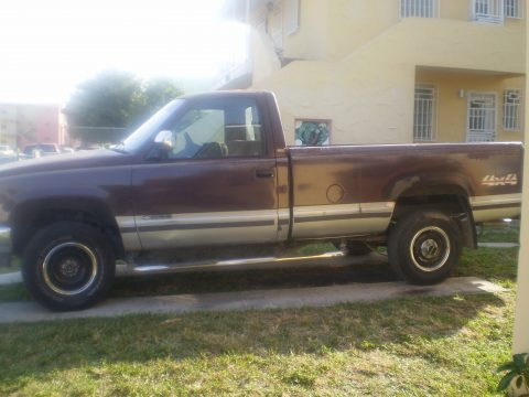 1988 Chevrolet C/K K1500 Silverado Regular Cab 4x4 in Dark Garnet Red Metallic