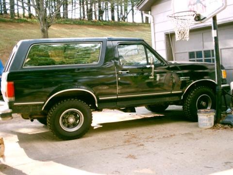 1989 Ford Bronco 4x4 in Black