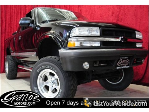 2001 Chevrolet S10 LS Extended Cab 4x4 in Onyx Black