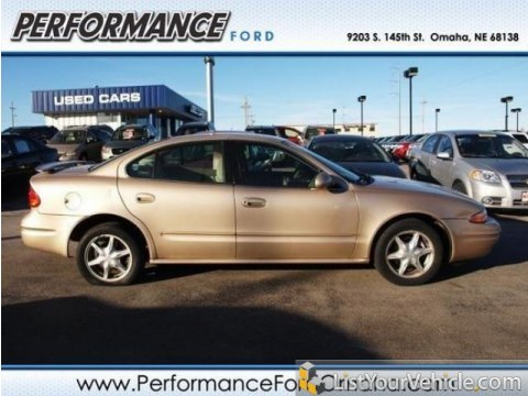 2002 Oldsmobile Alero GL Sedan in Sandstone Metallic