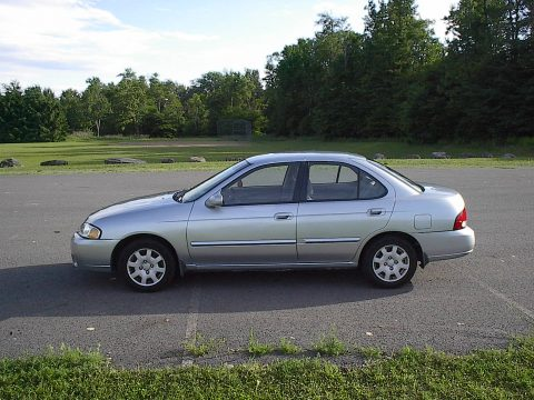 2002 Nissan Sentra GXE in Molten Silver
