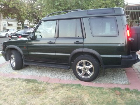 1999 Land Rover Discovery Series II in Epsom Green Metallic