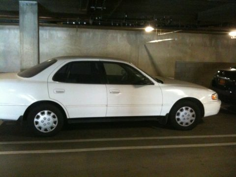 1996 Toyota Camry XLE V6 Sedan in Super White