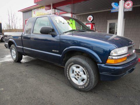 2000 Chevrolet S10 LS Extended Cab 4x4 in Indigo Blue Metallic