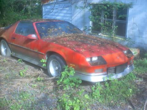 1986 Chevrolet Camaro Z28 Coupe in Bright Red/Silver